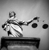 ANALYSE loi Sapin 2 : La lutte contre la corruption transnationale et la protection des lanceurs d'alerte sont les avancées majeures.