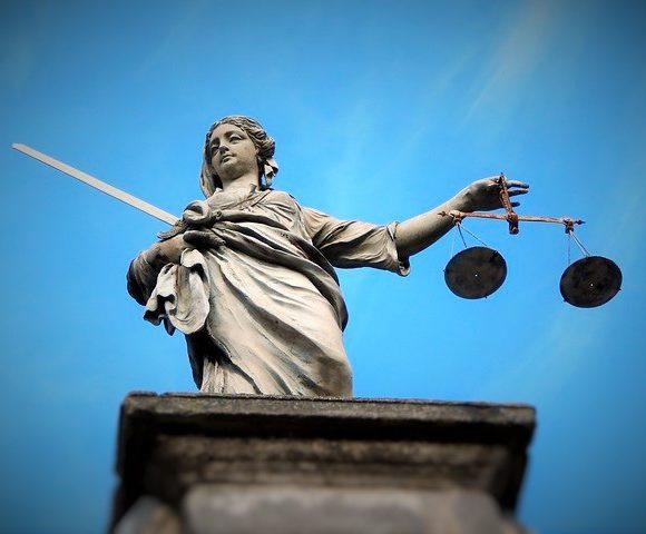 Le garde des Sceaux, Eric Dupont-Moretti renouvelle l'agrément de Transparency International France l'autorisant à se porter partie civile dans les affaires de lutte contre la corruption